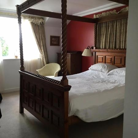 Ingbirchworth, UK: Room 10 with 4-poster bed