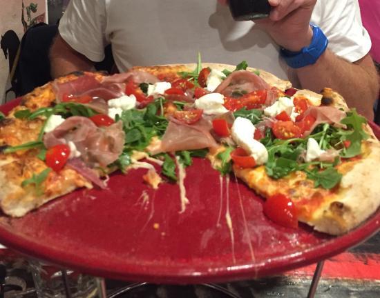 Brookvale, ออสเตรเลีย: Top 10 Prosciutto Pizzas in Sydney