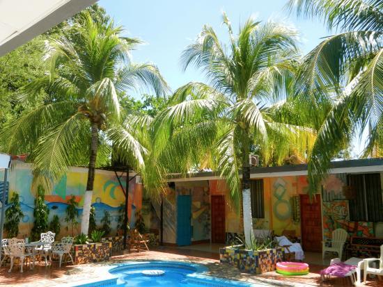 Hotel La Mar Dulce: le patio avec la piscine et les chambre tout autour..