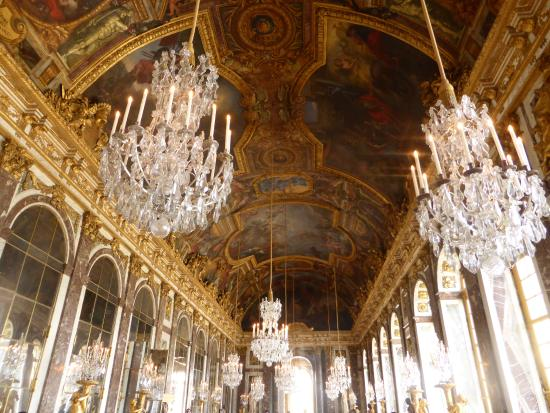 Ceiling and chandeliers of the hall of mirrors amazingly no ceiling and chandeliers of the hall of mirrors amazingly no shots of other tourists aloadofball Gallery