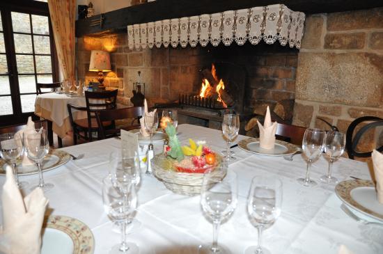 Auberge Hôtel-Restaurant Le Ratelier : cheminée du restaurant