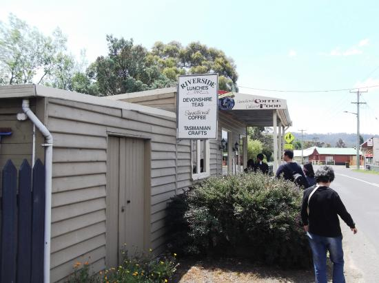 Westerway, Australia: These two shops were also closed on public holidays.