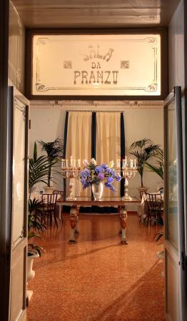 Hotel Croce Bianca: dettaglio sala da pranzo
