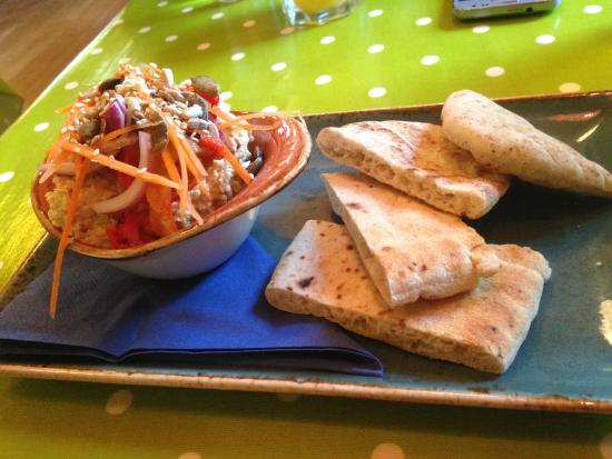 Joe's Cafe: Hummus with pitta