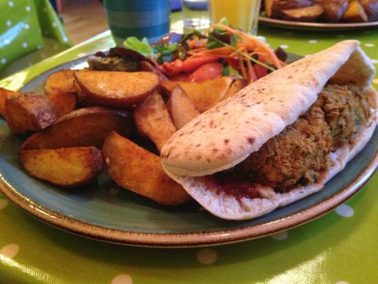 Joe's Cafe: Burger in pitta with wedges and salad