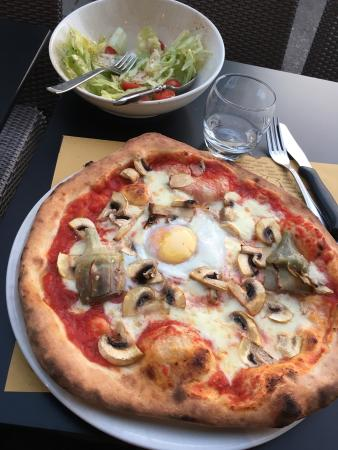 PIzza D'or : Delicious homemade pizzas. Artichoke toppings were fresh - amazing! Staff delightful.