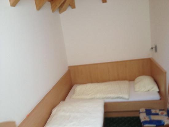 Hotel Alpenaussicht: 1. Schlafraum ohne Bilder und Aussicht