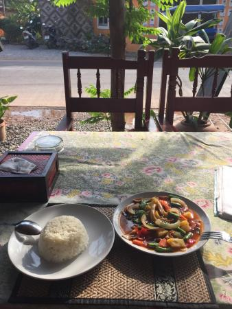 Nok Style Restaurant : Cashew vegetables with rice
