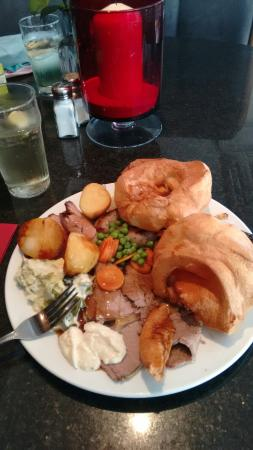 Кендал, UK: Large carvery! Nearly finished me off!