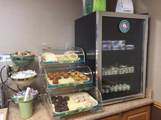 มีเนรัลพอยต์, วิสคอนซิน: Muffins, mini donuts, yogurt, hard boiled eggs, english muffins