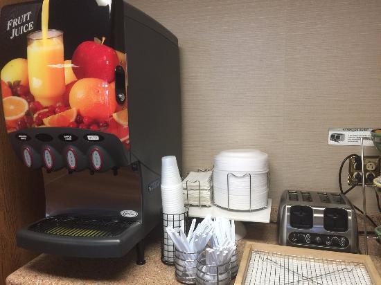 มีเนรัลพอยต์, วิสคอนซิน: Free breakfast included: Juices. Apple and orange