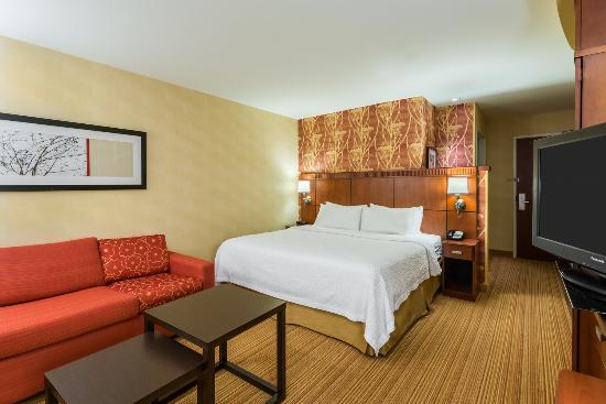 king guest bedroom with sofa bed picture of courtyard philadelphia rh tripadvisor com