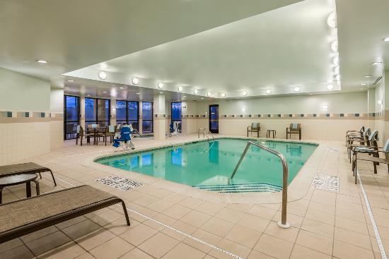 Courtyard Philadelphia Montgomeryville: Indoor Pool