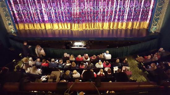View from the first row of the mezzanine fotograf a de finding neverland nueva york tripadvisor - Mezzanine foto ...