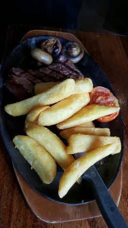 Brent Knoll, UK: Fox and Goose Inn Restaurant & Bar