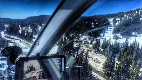 West Kelowna, Kanada: We had the the most AMAZING time flying with Valhalla Heli at Silverstar mountain .The pilot Chr