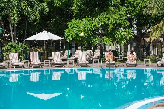 Mercure Sevilla La Habana: Swimming pool Mercure Sevilla