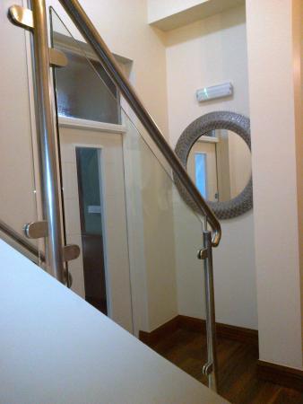 Round Tower Hotel: Stairwell/Reception