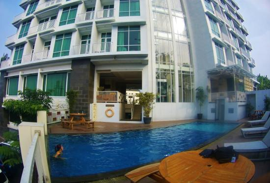 kolam renang air hangat picture of the travel apartment bandung rh tripadvisor ca