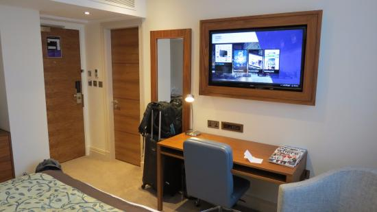 amba hotel charing cross room 1 great tv in wooden frame - Wooden Cross Frame