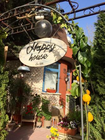 Happy House Bistro
