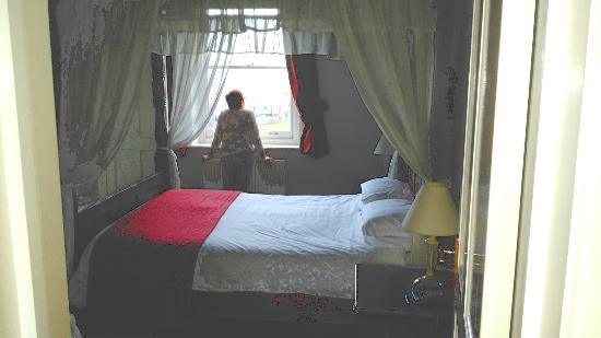 Attleborough, UK: Comfortable 4 poster bed