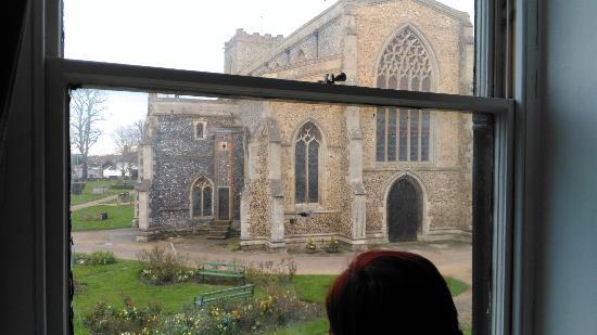 Attleborough, UK: Overlooking medieval church.