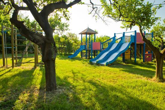 Trappitello, Włochy: Giochi bambini