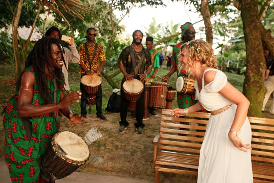 Punta Gorda, Belice: Dancing to drummers during cocktail hour