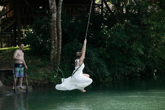 Punta Gorda, Belice: Going off the rope swing in my wedding dress!