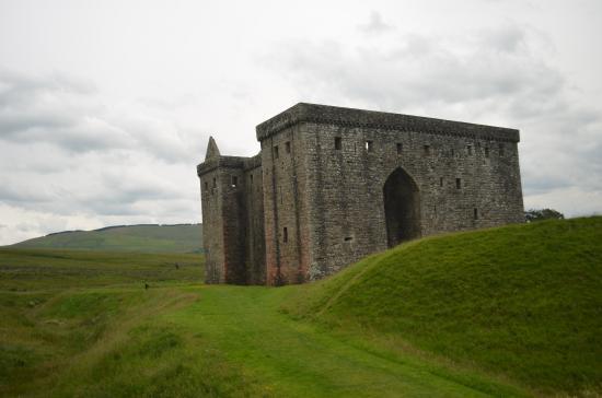 Hawick, UK: Hermitage Caste and its ravelin