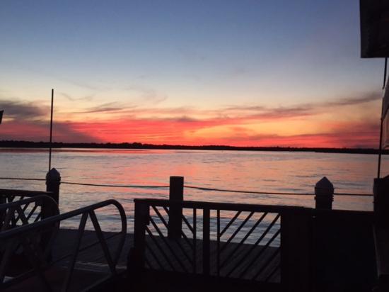 Inlet Harbor Restaurant, Marina & Gift Shop : last light of the day