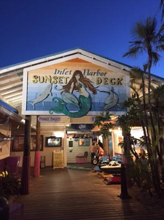Inlet Harbor Restaurant, Marina & Gift Shop : entrance to the deck side