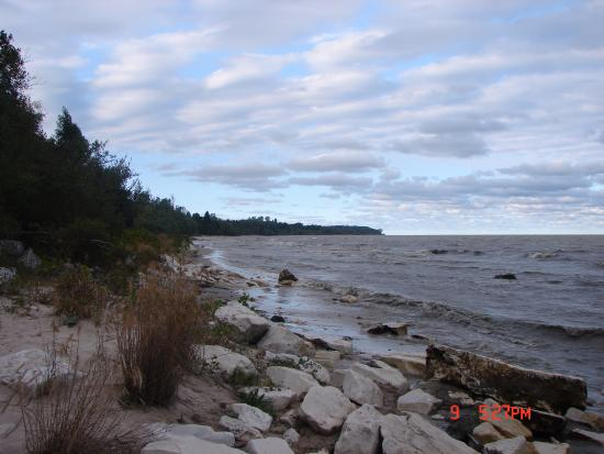 Cleveland, วิสคอนซิน: Lake Michigan shoreline at Fischer Creek
