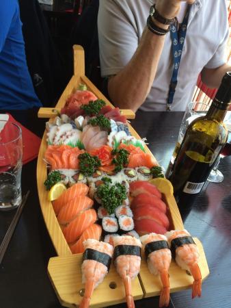 restaurant sushi bar dans bois d 39 arcy avec cuisine japonaise. Black Bedroom Furniture Sets. Home Design Ideas
