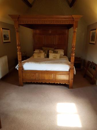 four poster bedroom at the hop pole hotel ollerton picture of the rh tripadvisor co nz