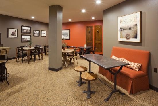 GrandStay Hotel & Suites La Crosse: Seating Area