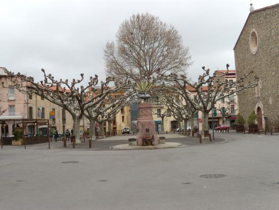 Prades, Frankreich: after the market,nice and clean.