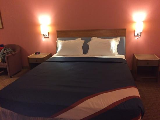 Seabird Lodge - a Signature Inn : King-size bed