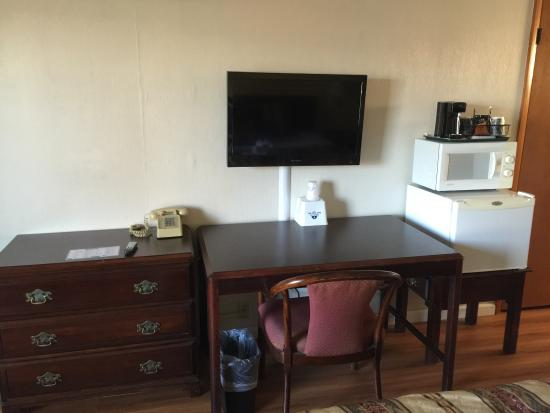 "Americas Best Value Inn & Suites: 32"" Flat Screen TV in all rooms"