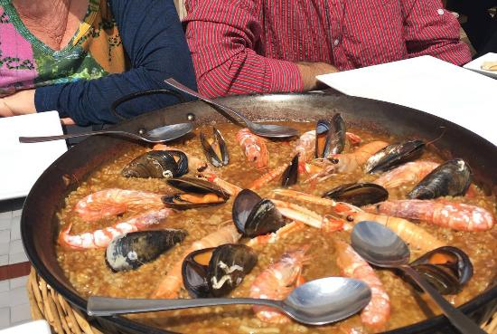 The seafood paella we ate