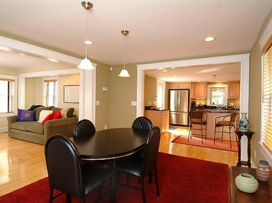 Cambridge Vacation Rental Rooms: Dining area towards kitchen