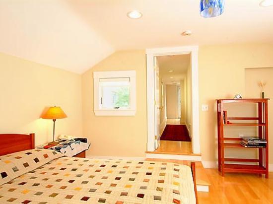 Cambridge Vacation Rental Rooms: Room 2