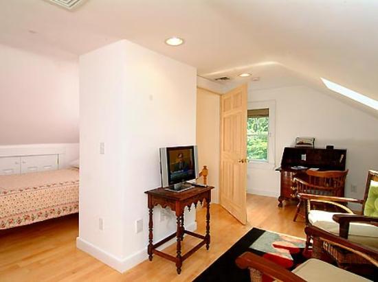 Cambridge Vacation Rental Rooms: Room 3