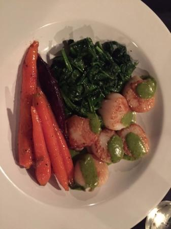 Placida Grill: Scallops, carrots and spinach