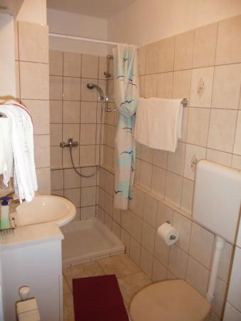 Fuzine, Kroatië: Bathroom