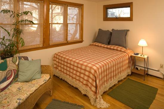 Gray House Cambridge Accommodations: Bedroom