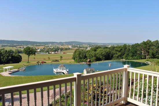 Hurst House Bed & Breakfast: View from Swan Lake Bedroom balcony