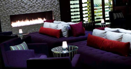 Hyatt Regency Indian Wells Resort & Spa : Agave Sunset Bar Fireplace