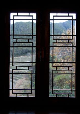 Looking out the front door. - Picture of Songtsam Tacheng Lodge ...